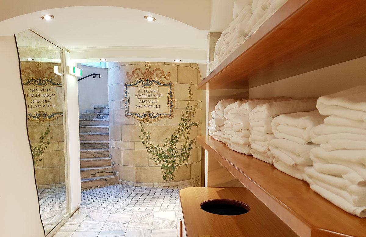 Walchhofer's Hotel Alpenhof in Filzmoos pool wellnessbereich