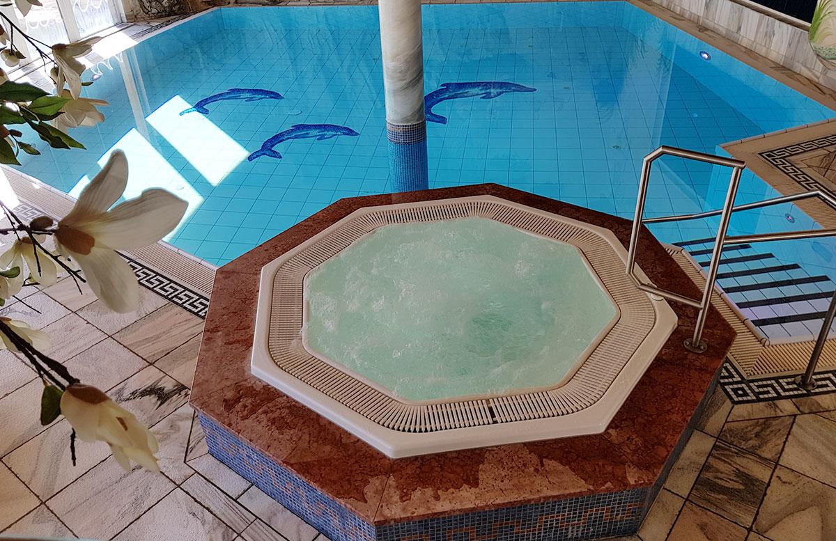 Walchhofer's-Hotel-Alpenhof-in-Filzmoos-whirlpool
