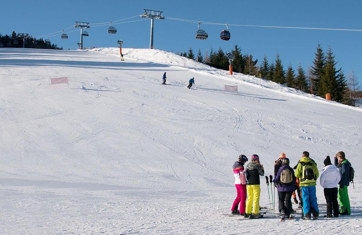 Wanderung zur Sattelbergalm und zum Haubenlokal Pumafalle ski abfahrt skilift