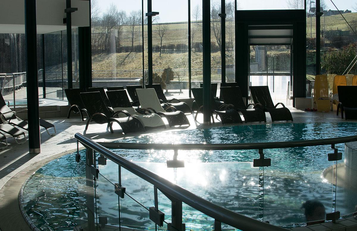 Wellness--und-Thermenhotel-Stoiser-in-Loipersdorf-poolbereich