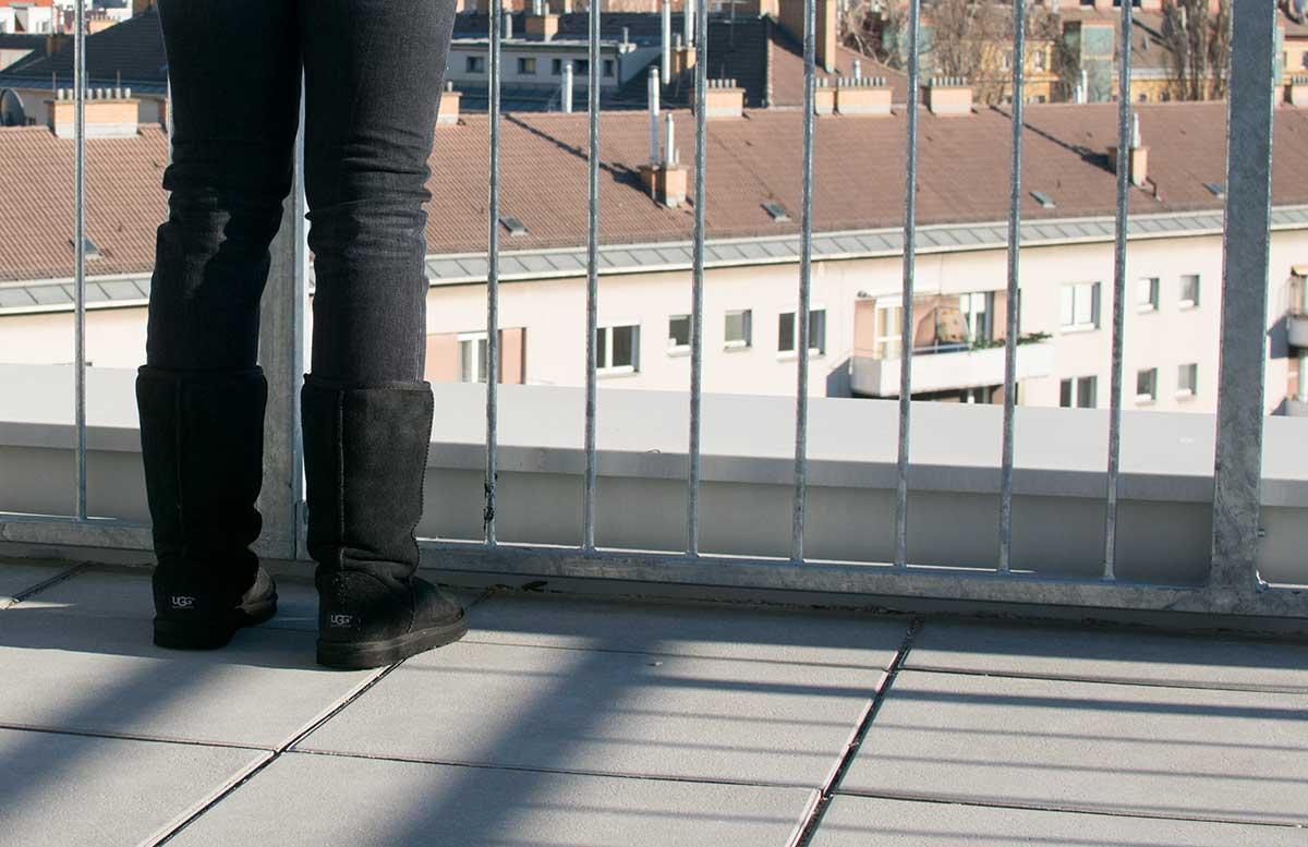 winterliches-outfit-auf-der-dachterrasse-ugg-boots2