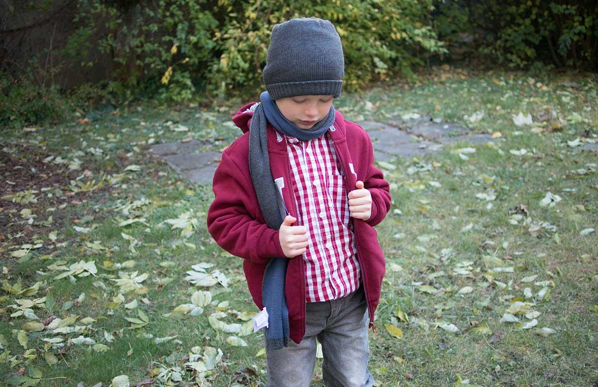winteroutfit-von-bonprix-kids-blick-nach-unten