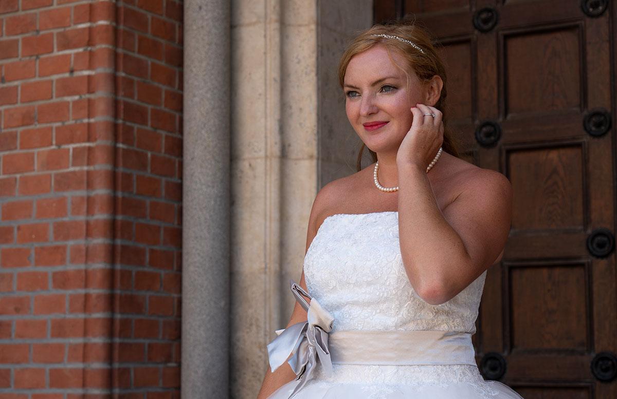 Wir-werden-heiraten-Wo-kaufe-ich-nur-mein-Brautkleid-detail-face-nach-oben