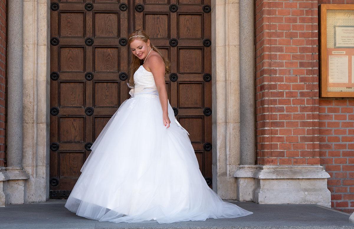 Wir-werden-heiraten-Wo-kaufe-ich-nur-mein-Brautkleid-ganzkörper