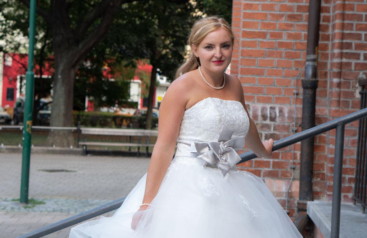 Wir-werden-heiraten-Wo-kaufe-ich-nur-mein-Brautkleid-vicky-von-vorne-brautkleid-schleife
