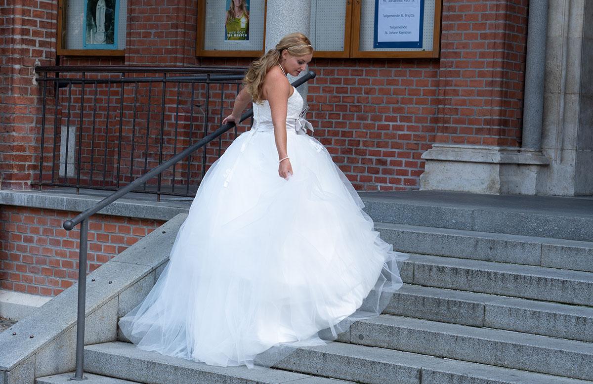 Wir-werden-heiraten-Wo-kaufe-ich-nur-mein-Brautkleid-vicky-von-vorne-ring-tüllschichten