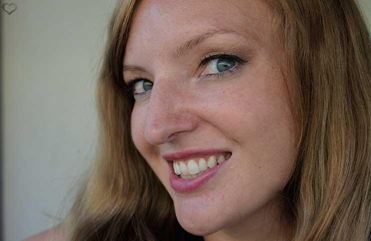 Zähne-bleachen-endlich-weiße-Zähne-zufrieden-mit-dem-bleaching