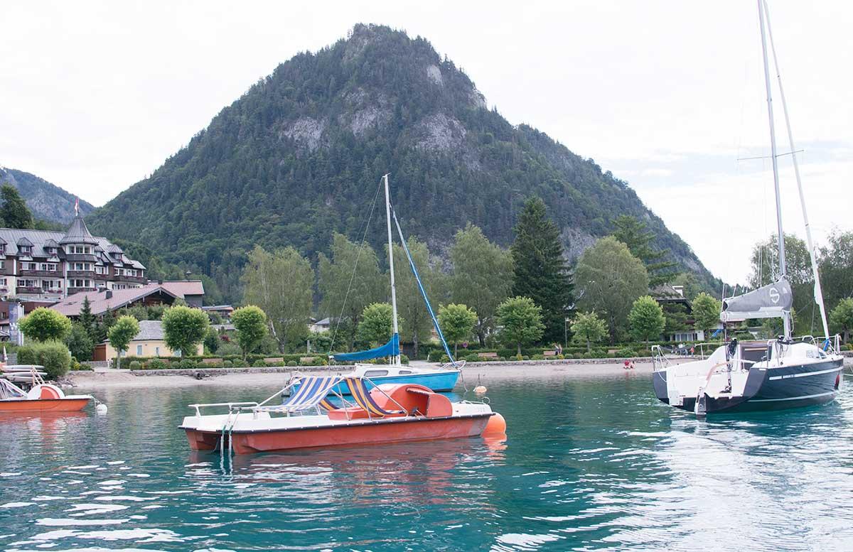 Zillenschifffahrt am Fuschlsee und das Schloss Fuschl fischerei blick auf see