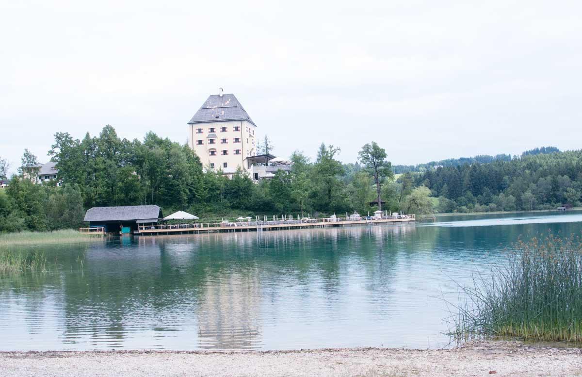 Zillenschifffahrt am Fuschlsee und das Schloss Fuschl fuschlerin blick auf see das schloss