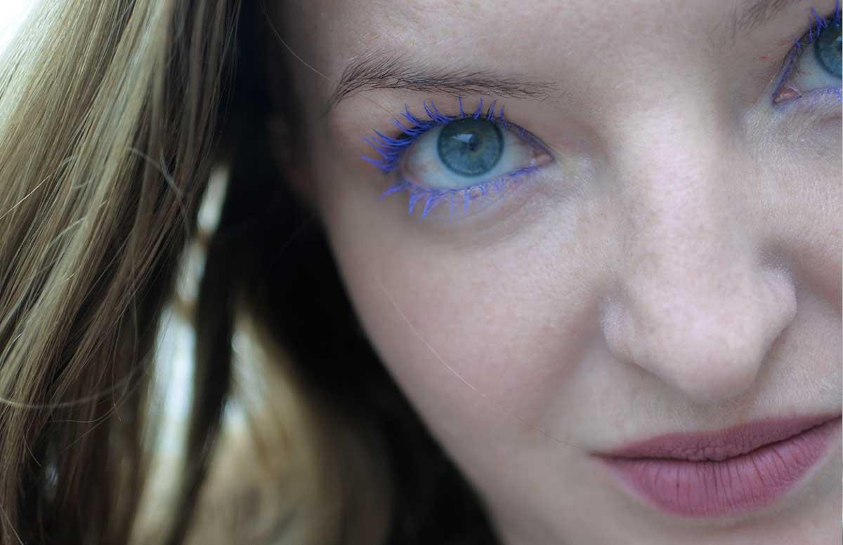 Blue velvet summer look mit Isadora wimpern blau produkte offener blick