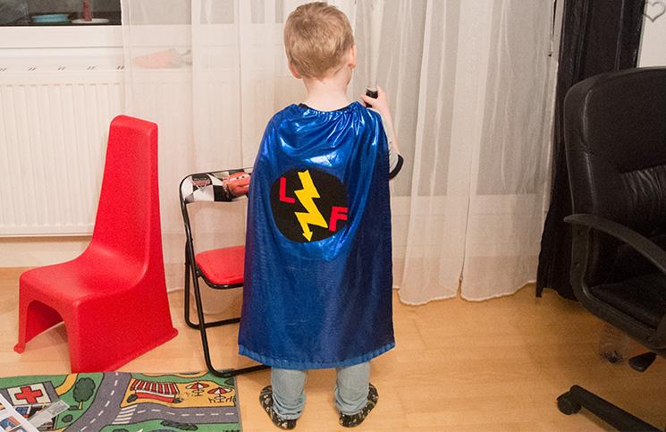 fertiges-Kostüm-Kinderkistl