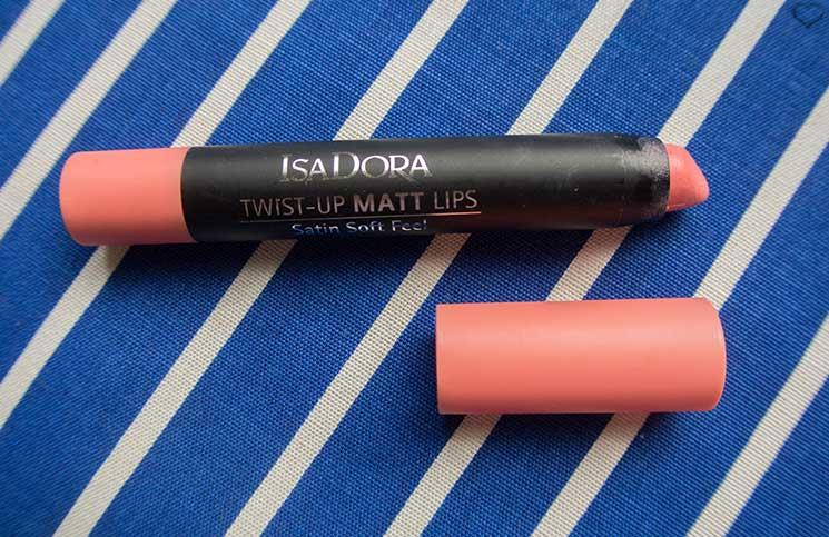 isadora-twist-up-matt-lips