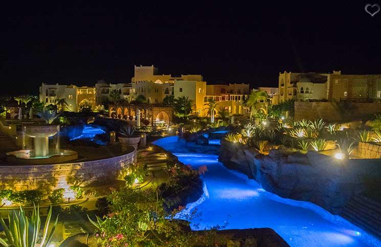 kempinski-bei-nacht-soma-bay-luxus-hotels