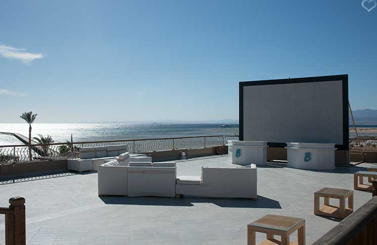kino-terrasse-breakers-soma-bay-luxus-hotels