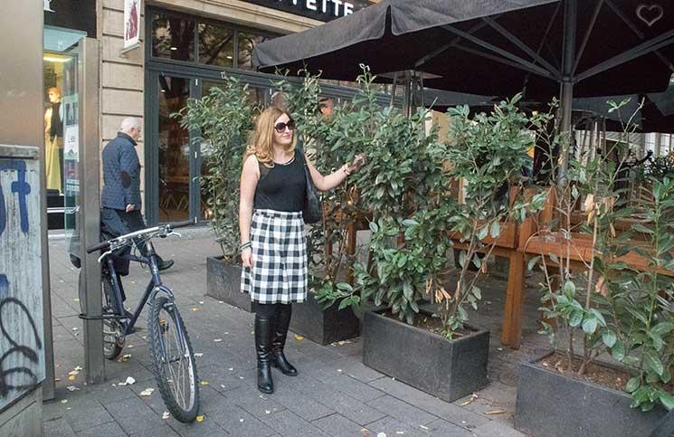outfit-mit-sonnenbrille-und-fahrrad