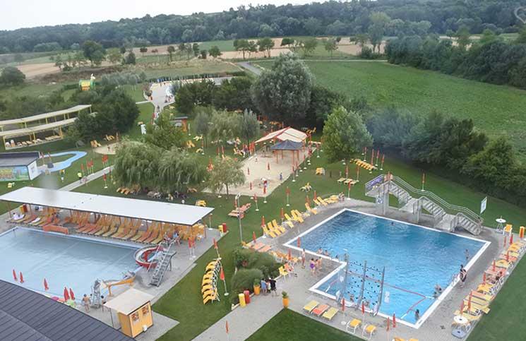 poolbereich outdoor von oben therme lutzmannsburg