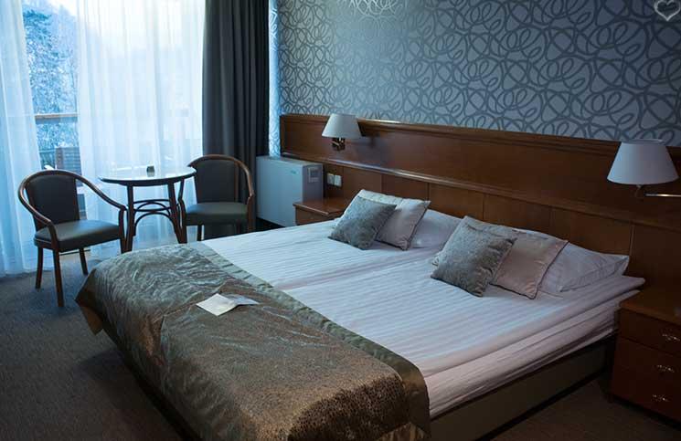 reise-nach-konjice-bett-zimmer-sava-hotel