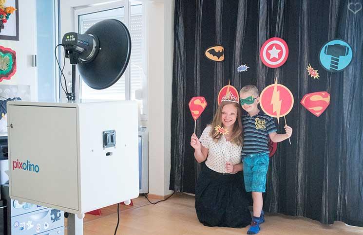 superheroes Kindergeburtstag-mit-der-Pixolino-Box-fotobooth-lenny-und-vicky