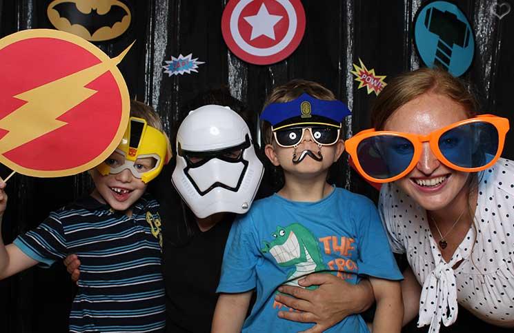 superheroes-Kindergeburtstag-mit-der-Pixolino-Box-spaß-mit-freunden