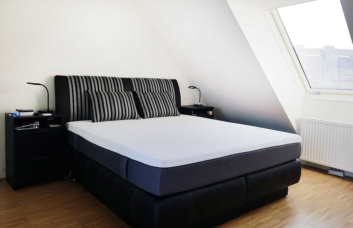unsere neue wohnung schlafzimmer mit dachschr ge vickyliebtdich. Black Bedroom Furniture Sets. Home Design Ideas