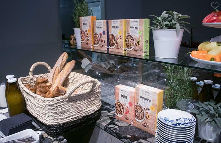 verival-breakfast-leckereien-müsli-brot