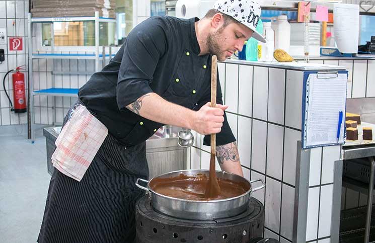zuckerbäcker-workshop-bei-Groissböck-gerührte-schokolade